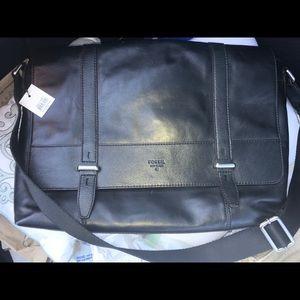 """FOSSIL """"Kent"""" Black Leather Messenger Bag NEW Lg"""